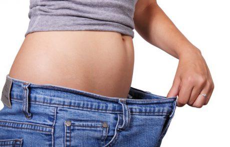 מתיחת בטן לעומת שאיבת שומן: איזו אפשרות עדיפה?
