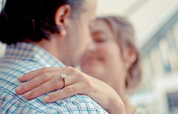 רכשתם טבעת אירוסין? כך תדעו אם מדובר ביהלום אמיתי!