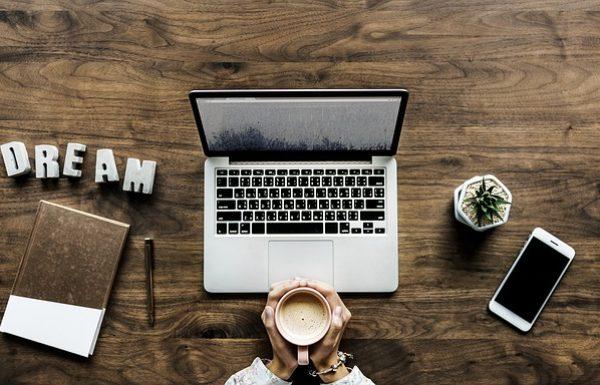 קורסים מהבית: 7 קורסים שאתם יכולים דרכם לייצר כסף